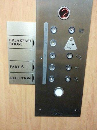 Cloister Inn Hotel: hotel lift