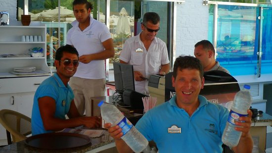 Hotel Marbella: Great service at the bar
