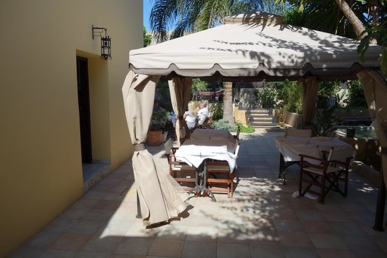 Spirit of the Knights Boutique Hotel : The beautiful Courtyard