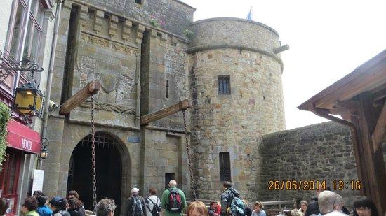 Abbaye du Mont-Saint-Michel : Entering the fortress