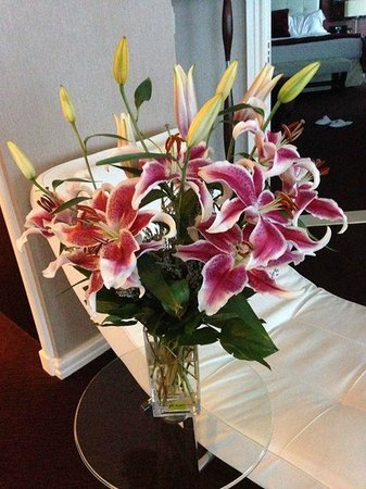 InterContinental Montreal: Signature Suite - flowers