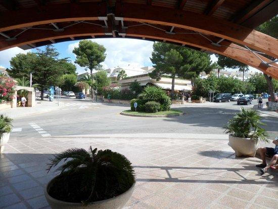 Insotel Cala Mandia Resort & Spa: Uitgang Hotel