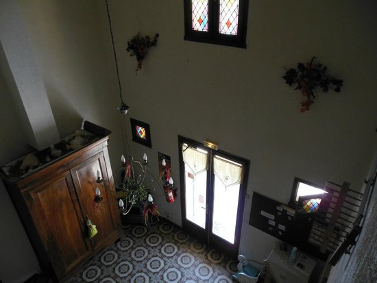 Le Clos de la Roque : vue plongeante sur le hall