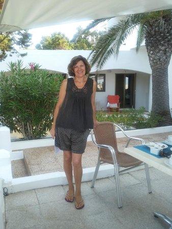 Hostal Aigua Clara: La Signora Maria, proprietaria dell'Hostal, sulla terrazza