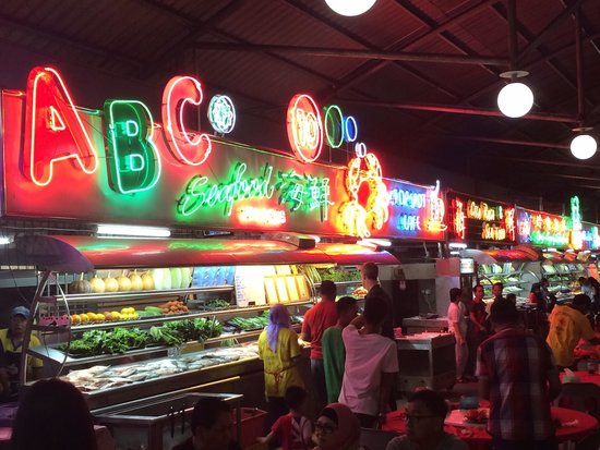 Top Spot Food Court: Great place for seafood - at the 6th floor of a parking building