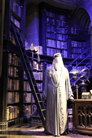Warner Bros. Studio Tour London - The Making of Harry Potter: Dumbledore's Office