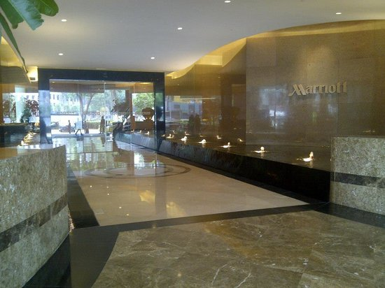 Singapore Marriott Tang Plaza Hotel: The Entrance