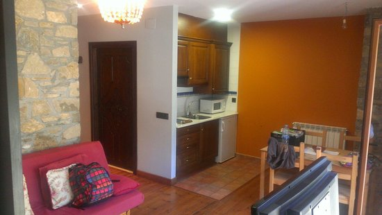 Apartamentos Villa de Plan: Salón - cocina - baño planta baja