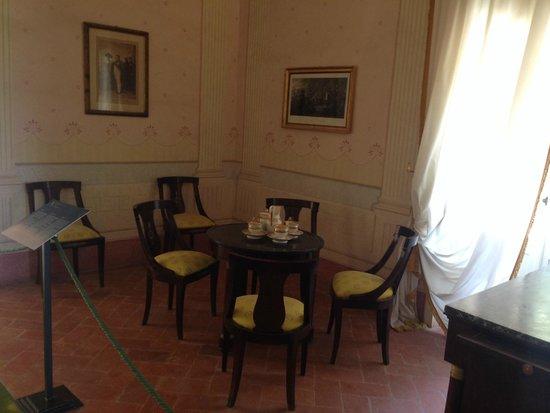 Villa of San Martino: Старинная мебель