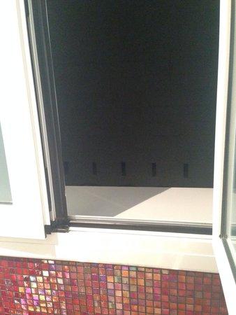 Eurostars BCN Design: Вид из номера. Спасибо что хоть окна есть.