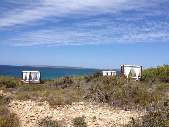 Es Ram Resort: Day beds all over es ram