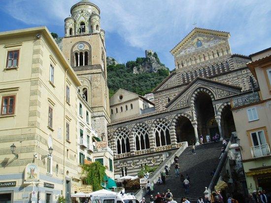 Duomo di Sant'Andrea : ドゥオーモ広場から