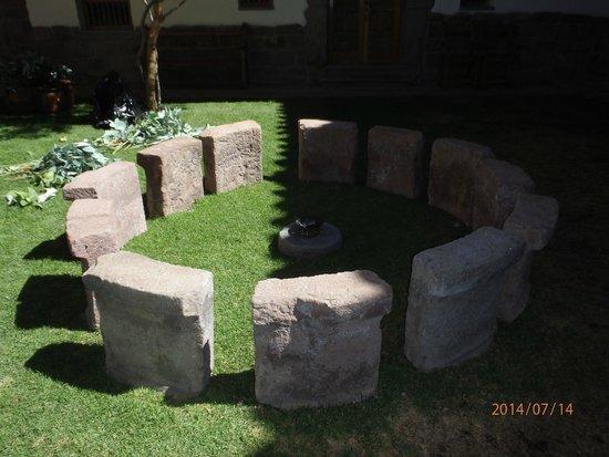 Inkaterra La Casona Relais & Chateaux : Courtyard's Own Mini Stonehenge