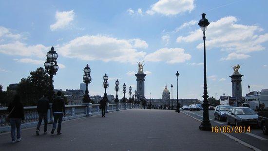 Pont Alexandre-III : On the bridge