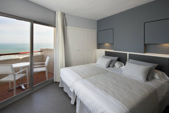 Hotel El Puerto by Pierre & Vacances: Habitación renovada