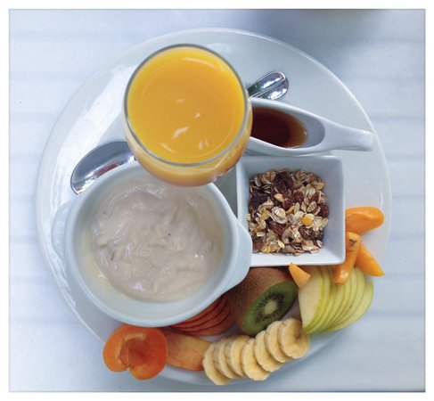 Restaurante Bellaverde: Müsli mit Yoghurt und Früchten ( vegan )