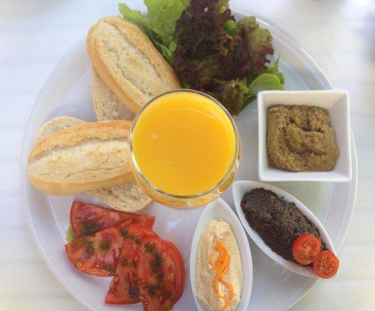 Restaurante Bellaverde: Frühstück ☀️ ( mit Hummus , Olivencreme, Auberginencreme ) vegan