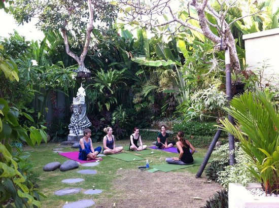 Mind Body Soul Surf Bali Retreat: Yoga with the private yoga teacher in the villa gardens