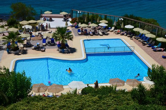Mediterranee Hotel : the outdoor swimming pool