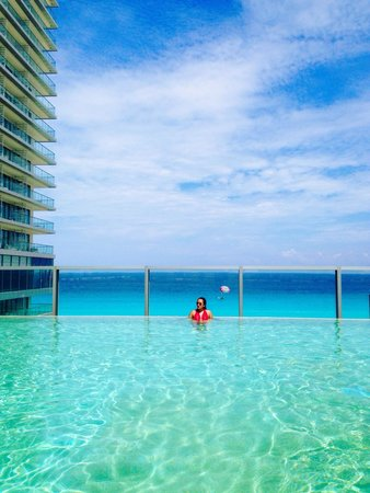 Secrets The Vine Cancun : Pool 12th floor