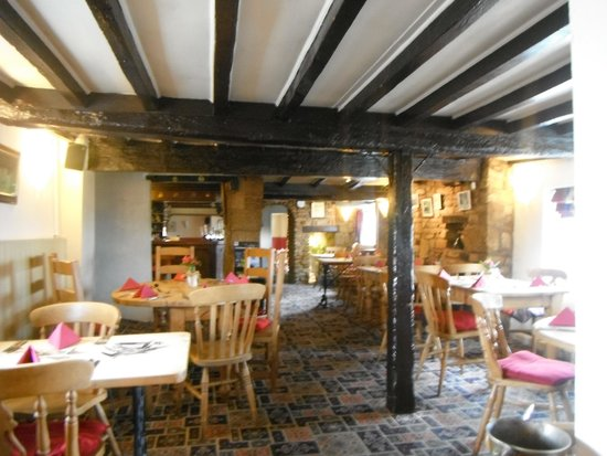 The Bell Inn : Main Bar, dining area. Watch your heads.
