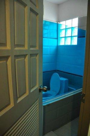 Ruean Kanyarat Boutique Hotel : ห้องน้ำ