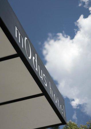 mOdus Hotel: Facade sky