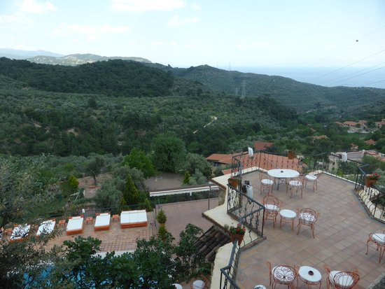 Ongen Country Hotel : Sitting out with a view