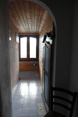 Azzurromare Residence: Disimpegno camera con armadi