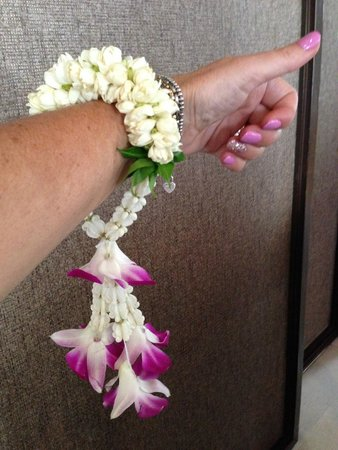 SALA Samui Resort And Spa: Beautiful fragrant bracelets made with all fresh flowers!