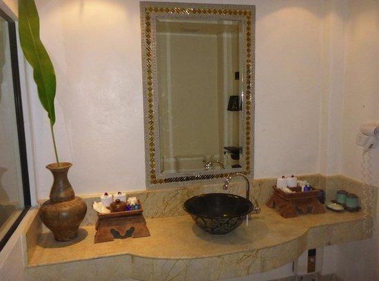 Yaang Come Village: Bathroom