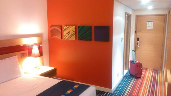 Park Inn by Radisson Abu Dhabi Yas Island: Inside room