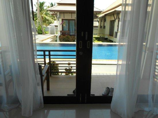 Poolsawat Villa : vue du salon de la chambre