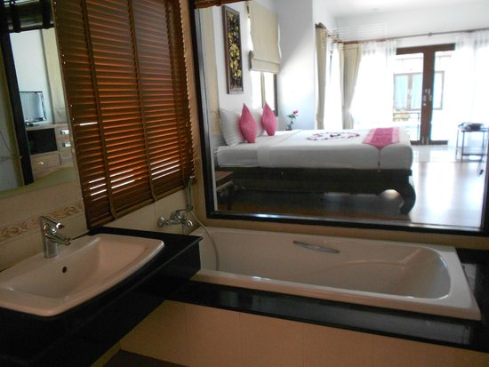 Poolsawat Villa: dans la salle de bain