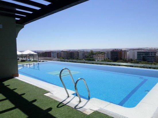Hotel Cordoba Center: Piscina solarium