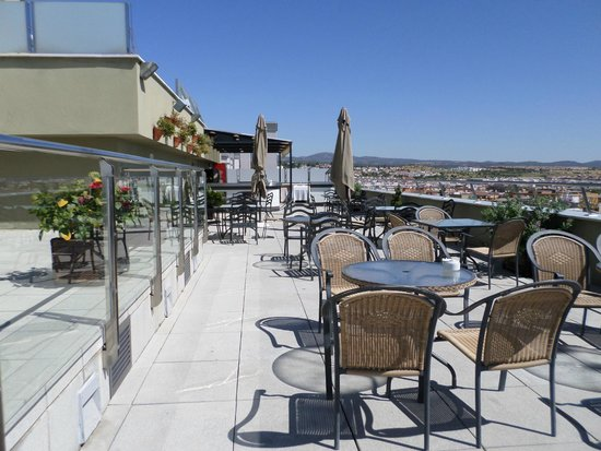 Hotel Cordoba Center: Terraza de la piscina