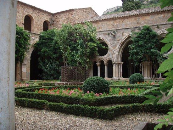 Chez Providence Chambres et Table d'Hotes: Abbey Villeloungue