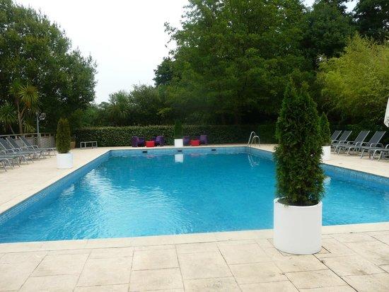 Chateau de Brindos : piscine