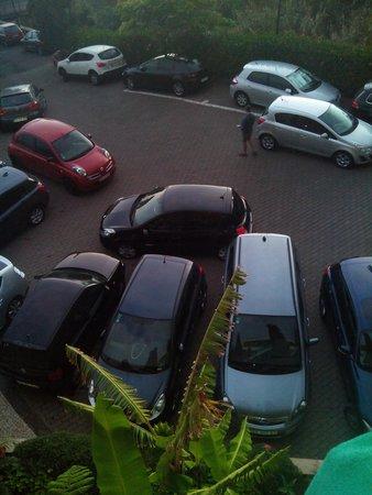 Aparthotel Paul do Mar: parking hotel lleno
