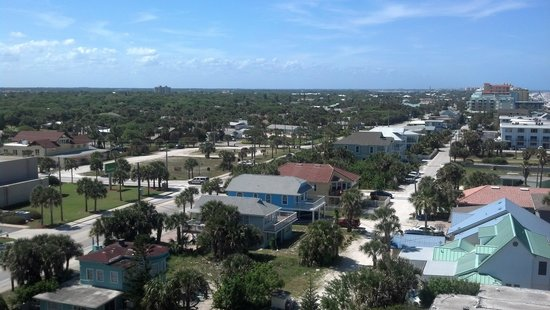 Best Western New Smyrna Beach Hotel & Suites : looking off the side of my bacony