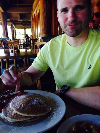 Duke's Beach House : Pretty pancakes