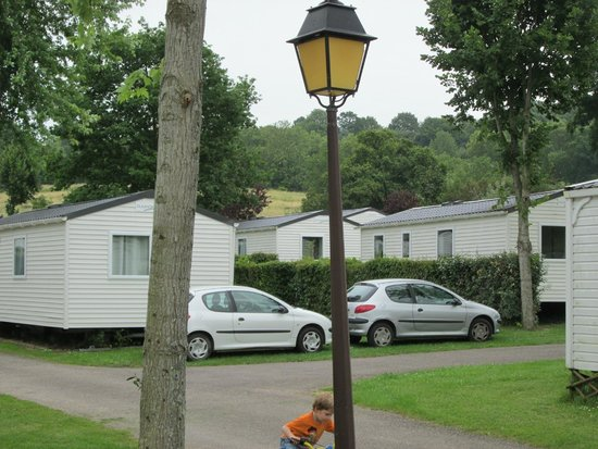 Camping La Vallée : two vehicles on one pitch !