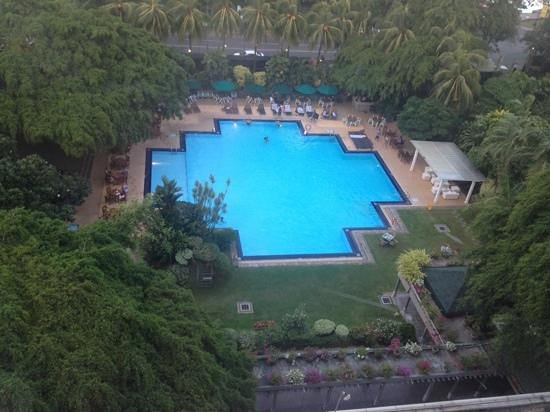 Cinnamon Grand Colombo: The best pool in town!