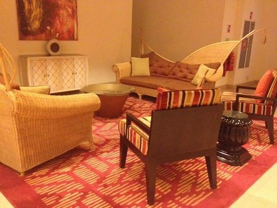 Cinnamon Grand Colombo: A beautiful quiet corner for a chat