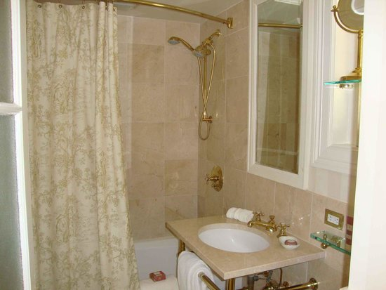 The Hay-Adams: Our small bathroom in our superior room