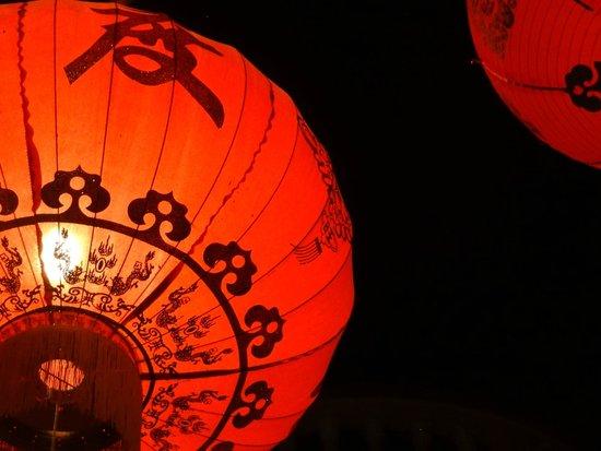 Miss Wong Cocktail Bar : Beautiful lanterns decorate exterior