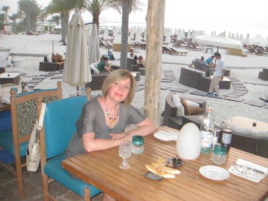 Turquoiz Beach Restaurant and Lounge: В ожидании заката.