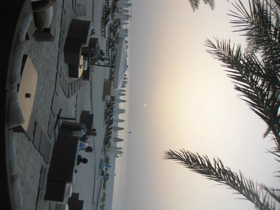 Turquoiz Beach Restaurant and Lounge: Вот и сам закат.