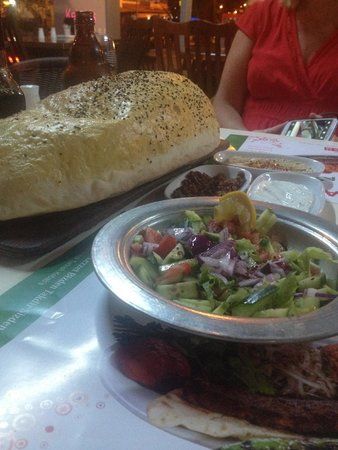 Hunkar Ocakbasi: lovely bread with salad