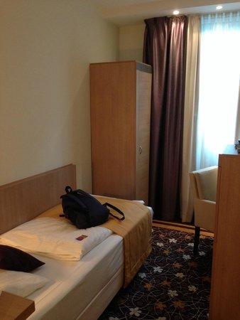 Favored Hotel Domicil: Für 1-2 Tage gut. Für mehr reicht der Kleiderschrank einfach nicht.